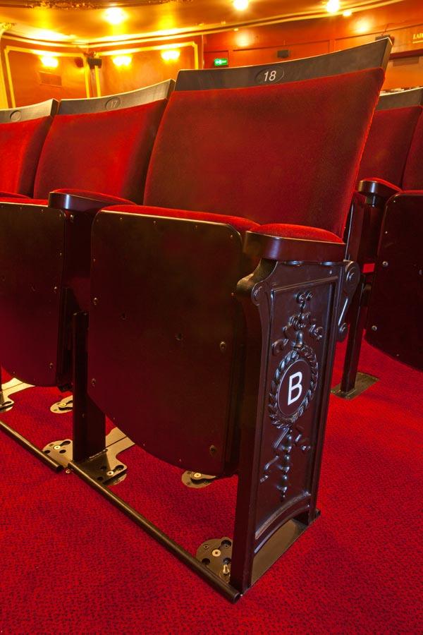 ap 8 small hardwood theatre seat